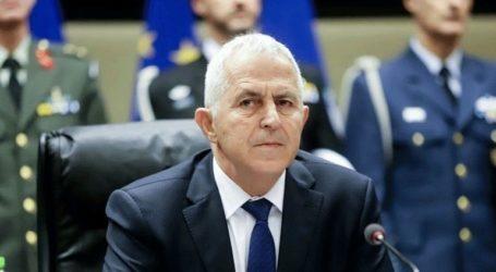 Ο Ε. Αποστολάκης βράβευσε τον πρόεδρο του Ελληνοαμερικανικού Ινστιτούτου, Ν. Λαρυγγάκη