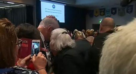 Συνελήφθη διαδηλώτρια που επιχείρησε να ρίξει αυγό στο κεφάλι του Αυστραλού πρωθυπουργού
