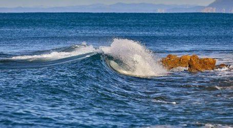 Ασυνήθιστα κρύα για τέτοια εποχή είναι τα νερά των ελληνικών θαλασσών
