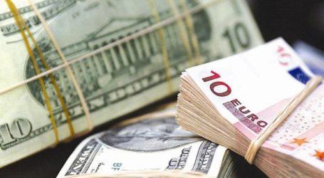 Οριακή πτώση καταγράφει το ευρώ έναντι του δολαρίου