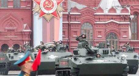 Με μια μεγαλειώδη στρατιωτική παρέλαση γιορτάστηκε η 74η επέτειος της νίκης επί των Ναζί