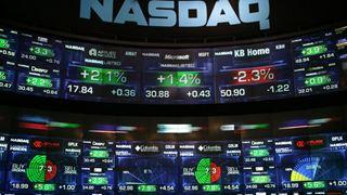 """""""Μουδιασμένη"""" η Wall Street μετά την κατρακύλα της Δευτέρας"""