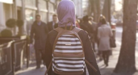 Το κοινοβούλιο ενέκρινε νόμο που απαγορεύει την ισλαμική μαντίλα στα πρωτοβάθμια σχολεία