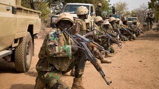 Νεκροί 28 στρατιώτες από ενέδρα ενόπλων