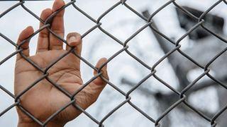 Οργανώσεις ζητούν με ανοιχτή επιστολή την κατάργηση της χρήσης ακατάλληλων χώρων κράτησης για μετανάστες