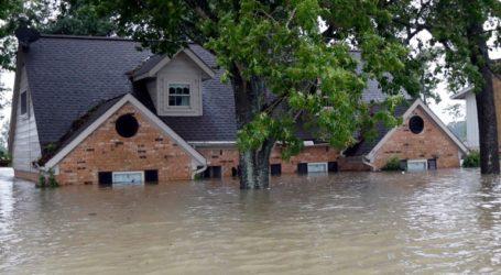 Τουλάχιστον 5 νεκροί και 2.570 άστεγοι λόγω πλημμυρών