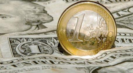 Το ευρώ υποχωρεί οριακά 0,02%, στα 1,1173 δολάρια