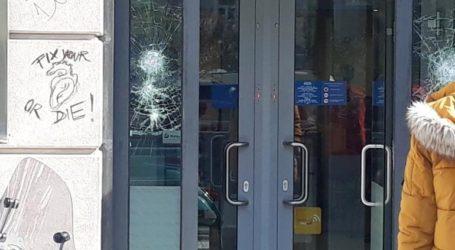 Επιτέθηκαν με μολότοφ και βαριοπούλες σε υποκατάστημα τράπεζας στο Χαϊδάρι