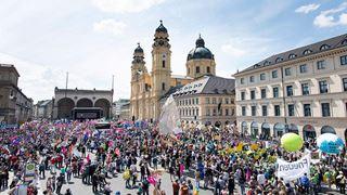 Διαδηλώσεις στις μεγάλες πόλεις κατά του εθνικισμού