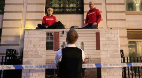 Η αστυνομία απομακρύνει τους ακτιβιστές της Greenpeace από τα κεντρικά της BP