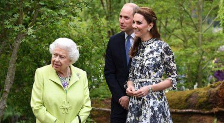 Η βασίλισσα Ελισάβετ περιηγήθηκε στην Ανθοκομική Έκθεση του Τσέλσι