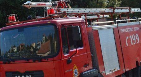Φωτιά στην Αγία Τριάδα κοντά σε ξενοδοχείο