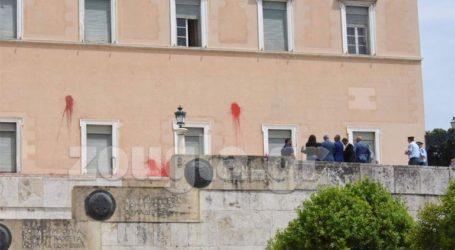 Κατηγορία σε βαθμό κακουργήματος σε βάρος του συλληφθέντα για την επίθεση στη Βουλή