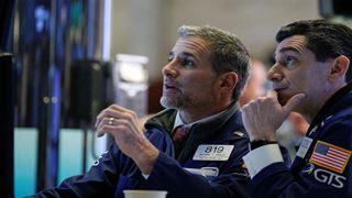 Ήπια πτώση στην Wall Street εν αναμονή των πρακτικών της Fed