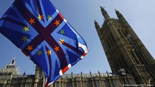 Άνοιγμα Μέι προς αντιπολίτευση λίγο πριν τις ευρωεκλογές