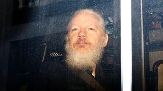 Απαγγέλθηκαν 17 κατηγορίες για κατασκοπεία σε βάρος του Τζούλιαν Ασάνζ