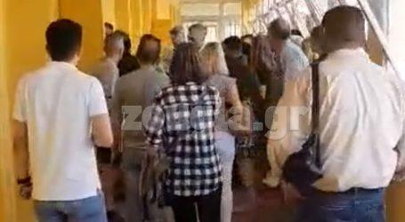 Επεισόδιο σε εκλογικό τμήμα του Περιστερίου με Κούνεβα και Καφαντάρη