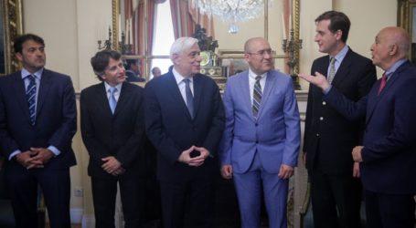 Με τους εκπροσώπους του Παγκόσμιου Βοϊατρικού Οργανισμού συναντήθηκε ο Παυλόπουλος