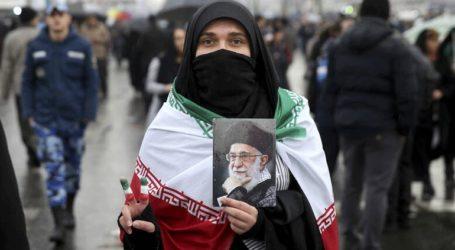 Εκτός φυλακής η Βίντα Μοβαχεντί που διαμαρτυρόταν για τη μαντίλα