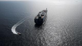 Ακτιβιστές προσπαθούν να σταματήσουν τη φόρτωση σαουδαραβικού πλοίου