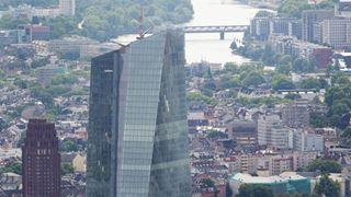 Xαμηλή τραπεζική κερδοφορία και υψηλό δημόσιο χρέος μεταξύ των κινδύνων για την Ευρωζώνη