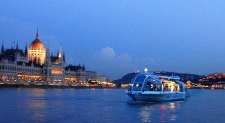 Ανετράπη ποταμόπλοιο στον Δούναβη με δεκάδες επιβαίνοντες