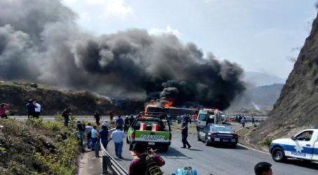 Τουλάχιστον 21 νεκροί και 30 τραυματίες σε τροχαίο