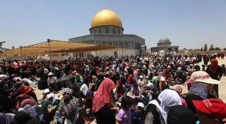 Πάνω από 250.000 μουσουλμάνοι κατέκλυσαν το τέμενος Αλ Άκσα στην Ιερουσαλήμ