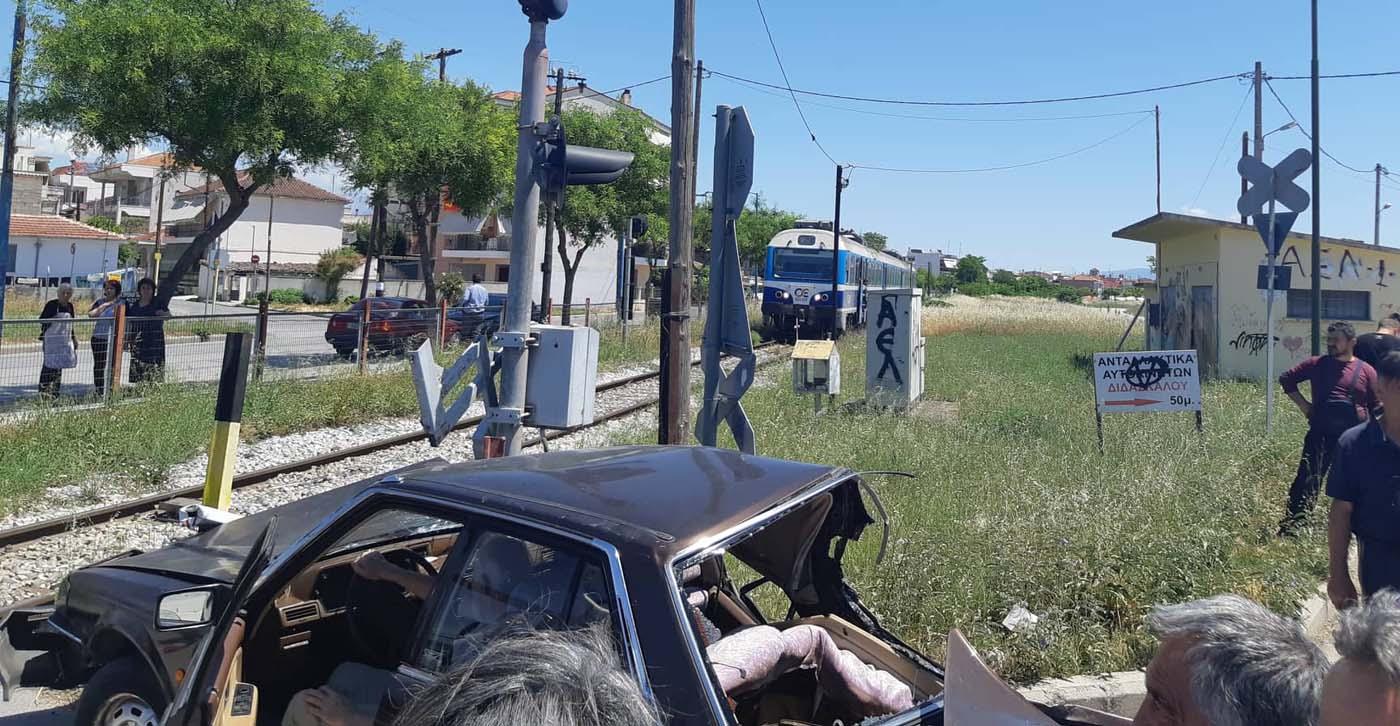 Τρένο συγκρούστηκε με αυτοκίνητο στην περιοχή της οδού Βόλου - Ένας τραυματίας (φωτό)