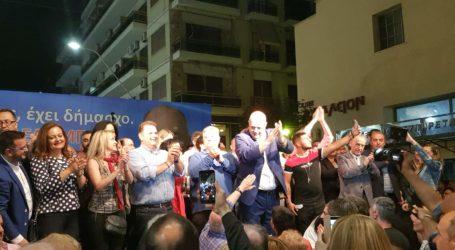 Εντυπωσιακή συγκέντρωση του Αχιλλέα Μπέου στον Βόλο – «Οι εκλογές κρίθηκαν σήμερα» [εικόνες]