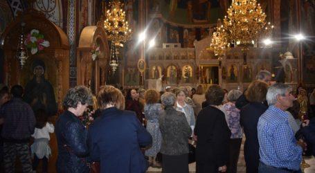 Εκατοντάδες Λαρισαίοι πιστοί στον Άγιο Αχίλλιο στη Λάρισα για τη τέλεση του Μεθεόρτιου Εσπερινού (φωτο)
