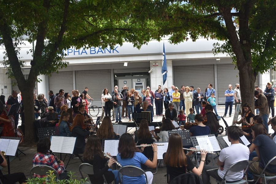 Μουσικές στο δρόμο απόλαυσαν οι Λαρισαίοι το μεσημέρι της Κυριακής στο κέντρο της πόλης (φωτο –βίντεο)