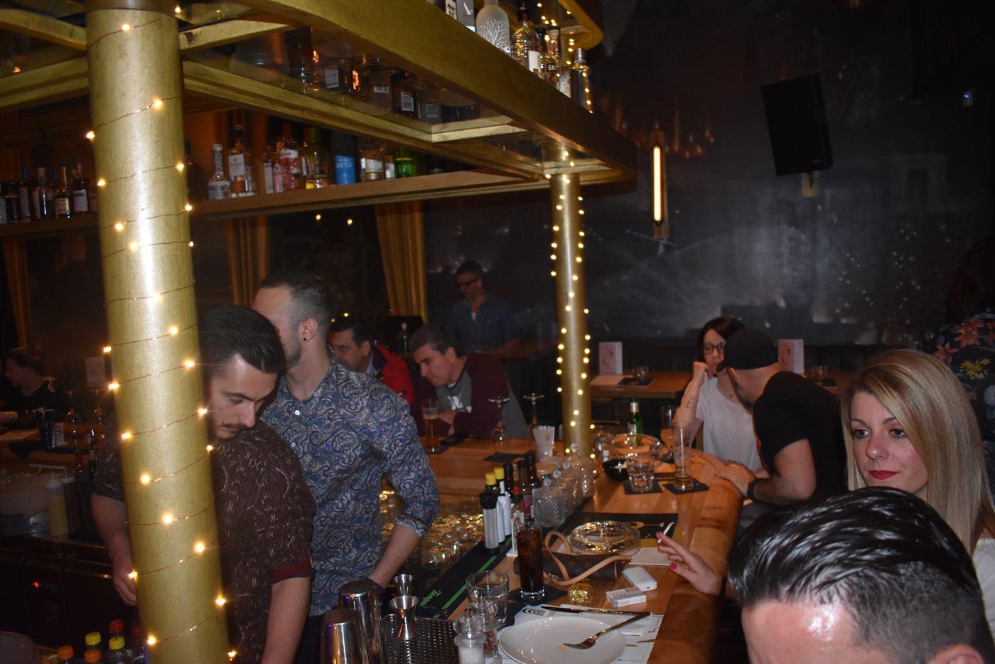 «Φωτιά» στη νυχτερινή ζωή της Λάρισας έβαλαν και απόψε διάσημοι bartenders που φιλοξενεί η πόλη (φωτο)