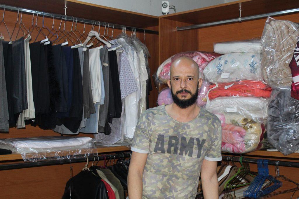 330b6dab7bef Απίστευτες ιστορίες μέσα από ένα καθαριστήριο στη Λάρισα – Ρούχα ξεχασμένα  λόγω χρημάτων, καυγάδων και… διαζυγίων! - TheNewspaper.gr