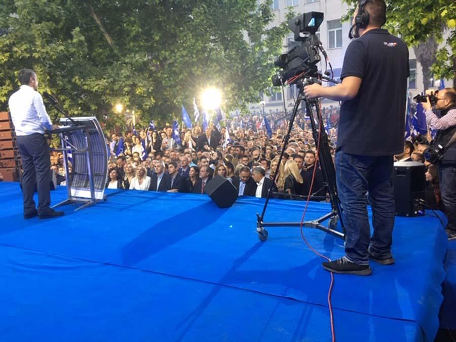 Ξεκίνησε η ομιλία Κυριάκου Μητσοτάκη στην πλατεία Ταχυδρομείου στη Λάρισα με πλήθος κόσμου (φωτο)