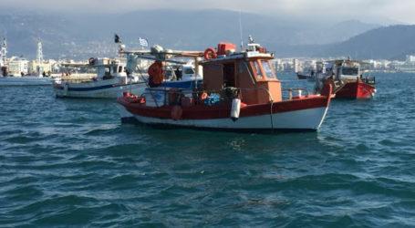Εισροή υδάτων σε αλιευτικό σκάφος στον Βόλο και πήρε κλίση