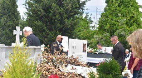 Θρήνος στην πολιτική κηδεία του Μάνθου Σαρρή στη Λάρισα (φωτο)