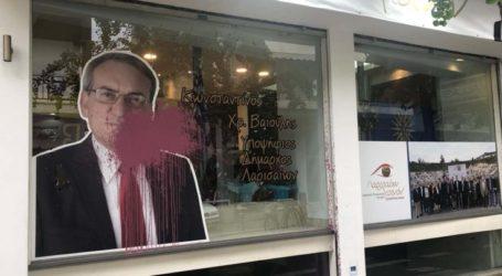 """Άγνωστοι βανδάλισαν το εκλογικό κέντρο της """"Λαρισαίων Κοινόν"""" τα ξημερώματα (φωτό)"""