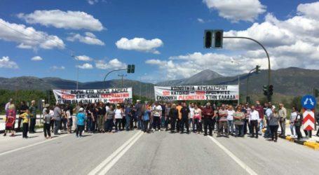 Δεν θέλουν προσφυγικό καταυλισμό στο Κυψελοχώρι – Διαμαρτυρία έξω από στρατόπεδο (φωτο)