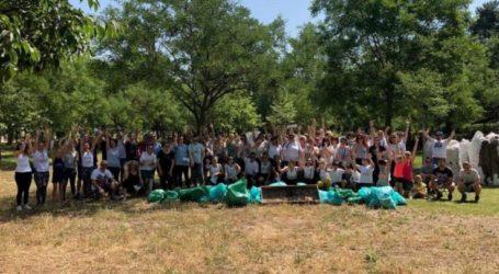 Εθελοντική δράση από συνεργάτες της ΑΒ Βασιλόπουλος για καθαρισμό του Αισθητικού Άλσους