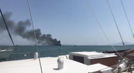 Δείτε βίντεο από τη φωτιά σε σκάφη στο λιμάνι του Βόλου