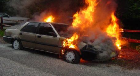 Στις φλόγες τυλίχθηκε αυτοκίνητο στα διόδια Μοσχοχωρίου