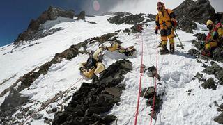 Πού οφείλεται η απότομη αύξηση των θανάτων μεταξύ των ορειβατών που ανεβαίνουν στο όρος Έβερεστ