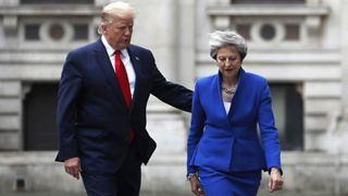 Ο Τραμπ «φλερτάρει» τους υποψήφιους διαδόχους της Μέι