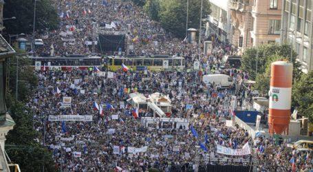Χιλιάδες διαδηλωτές ζήτησαν την παραίτηση του πρωθυπουργού