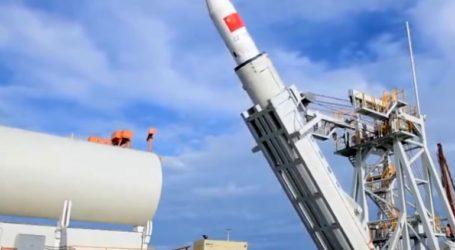 Για πρώτη φορά η Κίνα εκτόξευσε πύραυλο με δορυφόρους από ένα πλοίο στη θάλασσα