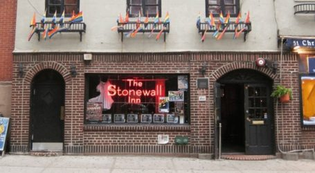Η αστυνομία της Νέας Υόρκης ζήτησε επισήμως συγγνώμη για την επιδρομή στο Stonewall Inn πριν από μισό αιώνα