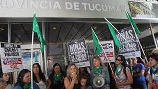 Πορεία υποστήριξης σε γιατρό που καταδικάστηκε διότι εμπόδισε βιασμένη έφηβη να κάνει άμβλωση