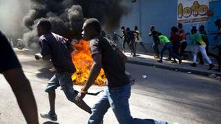 Ένας νεκρός στο περιθώριο μαζικής διαδήλωσης με αίτημα την παραίτηση του προέδρου