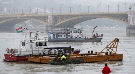 Ξεκίνησε η διαδικασία της ανέλκυσης του πλοίου που βυθίστηκε στον Δούναβη